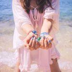 海辺の女の子アイキャッチ画像