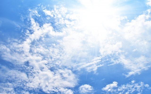 空と雲と太陽画像